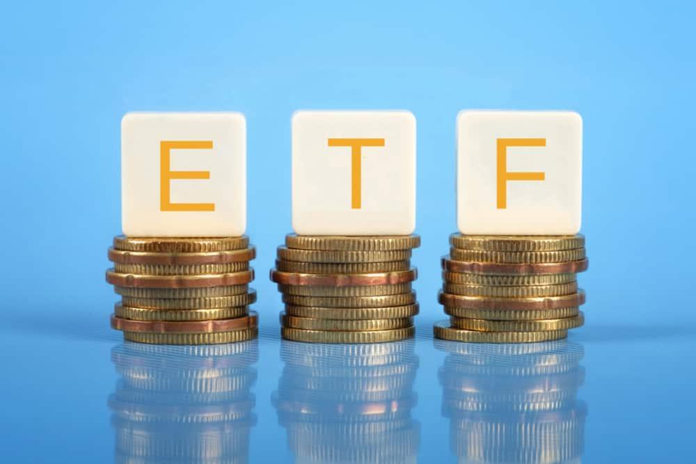 9つのビットコインETF、11月5日を期限に意見書の提出を求める|仮想通貨ニュース【10月6日】